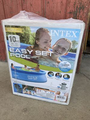 Intex 10x30 Easy Set Pool w/Filter Pump for Sale in New Britain, CT