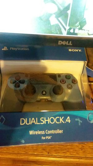 Slightly used PlayStation 4 controller and box $25 for Sale in Cleveland, OH
