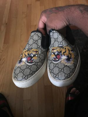 Gucci shoes %Authentic for Sale in Chicago, IL