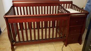 Storkcraft 4 in 1 crib with changing table and bedding for Sale in Fort Worth, TX