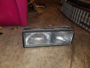 Caprice headlight psg side $60 for Sale in Plainfield, IL