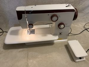 Riccar Dress Maker RS-98 Sewing Machine for Sale in Los Angeles, CA