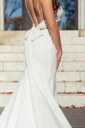 Elegant Wedding Dress and Spanish-style veil (size 4-6) for Sale in Old Town Manassas, VA
