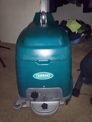 TENNANT R3 PROFESSIONAL CARPET CLEANER WITH UPHOLSTERY ATTACHMENT for Sale in Acampo, CA