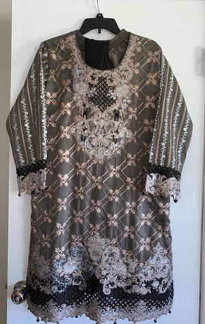 Beautiful dress embroidery work siZe large 3pc for Sale in Baltimore, MD