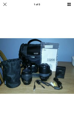 Nikon D3200 with 2 lenses and accessories for Sale in Clermont, FL