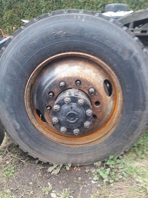 Michelin used xdn2 tires rims Volvo semi truck. for Sale in Kent, WA