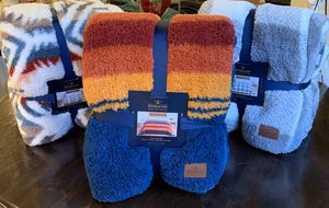 Pendleton blanket - KING for Sale in Irvine, CA