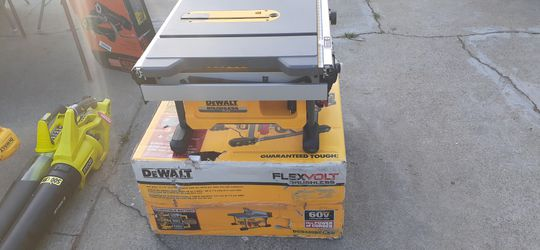 Serrucho dewalt 60 max 8- 1/4 210 mm  table saw kit  with 24 mm tip capacity for Sale in Atwater, CA