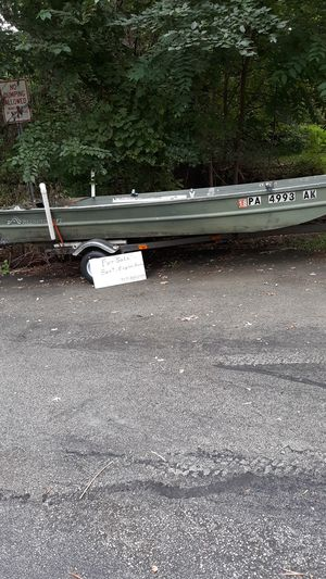 Jon boat 14 foot with 10 hp motor for Sale in Monroeville, PA