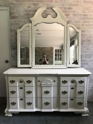 Beautiful off white dresser perfect condition for Sale in Nashville, TN