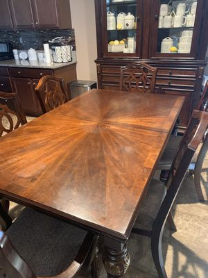 Kitchen table and chairs for Sale in Fresno, CA