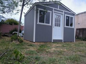 10x12 with windows and 10ft tall for Sale in Los Angeles, CA