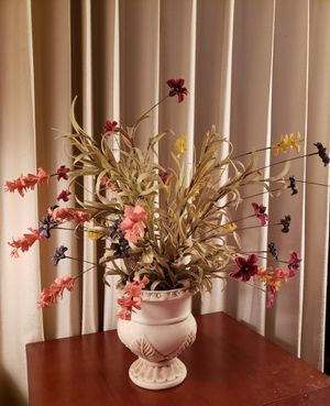 Beautiful meadow flowers in a gorgeous pot! for Sale in Woodridge, IL