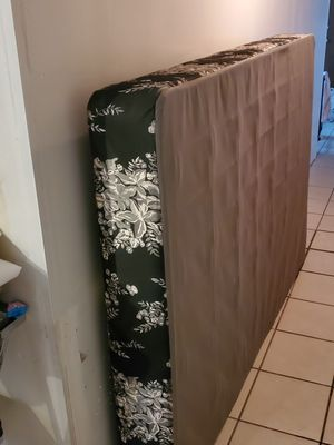 Full box spring for Sale in Chicago, IL