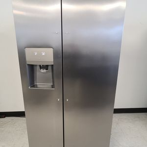 Frigidaire Stainless Steel Side By Side Refrigerator Like New With 4month's Warranty for Sale in Washington, DC