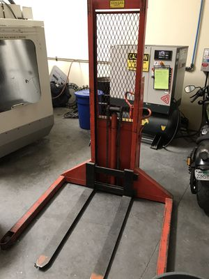 Pallet Stacker 1,500lb for Sale in San Marcos, CA