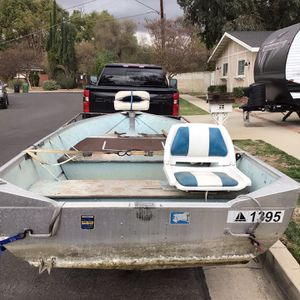 13FT GREGOR ALUMINUM FISHING BOAT for Sale in Los Angeles, CA
