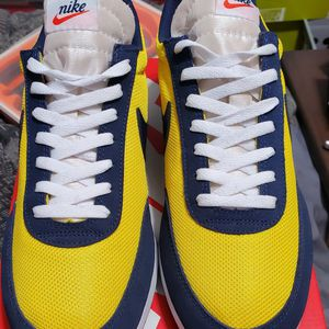 NEW NIKE NAVY/YELLOW TAILWIND 79 for Sale in Los Angeles, CA