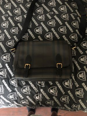 Burrberry messenger bag 500 for Sale in Los Angeles, CA