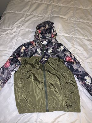 Olive green & floral windbreaker for Sale in Perris, CA