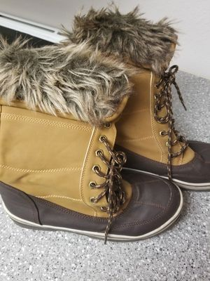 Womens snow boots 10s for Sale in Aurora, CO