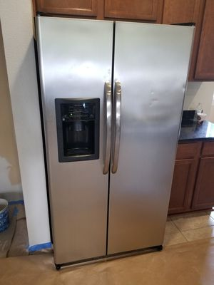 STAINLESS STEEL GE REFRIGERATOR for Sale in St. Augustine, FL