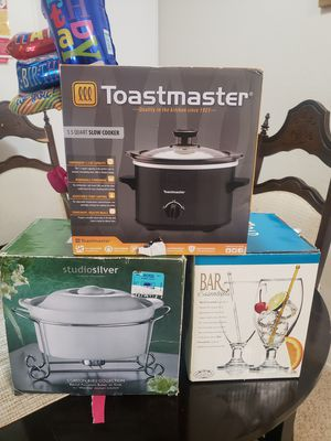 BRAND NEW Slow cooker, baker on rack, 4 glasses for Sale in Sunnyvale, CA