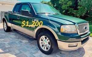 🍁🌏1,2OO I'm selling my 2OO4 Ford F-15O XLT🍏🍁,.,. for Sale in Port St. Lucie, FL