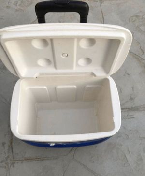 IGLOO cooler with 2 wheel , easy to pull to move side. $27 for Sale in Burbank, CA