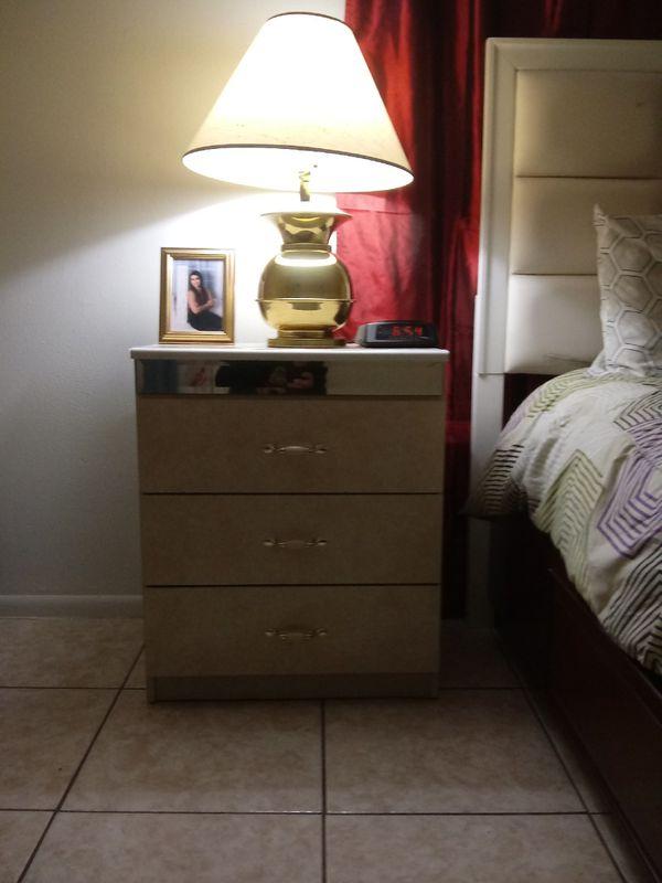 9 pcs Queen size bedroom set $450.00 cash