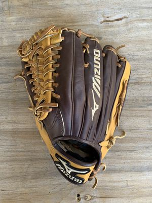 Mizuno Baseball Glove for Sale in La Costa, CA