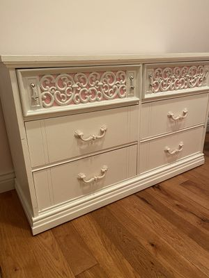 Dresser and chest of drawers for Sale in Oakton, VA