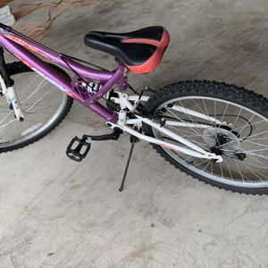 """Huffy 24"""" Girls Mountain Bicycle for Sale in Austin, TX"""