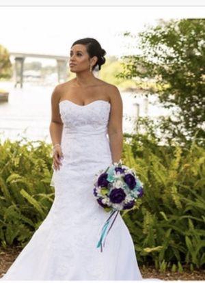 Beautifully Preserved White Wedding Dress! for Sale in Bradenton, FL