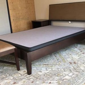 Crate & Barrel Solid Wood Queen Bed Set w/Tables & Mattress for Sale in North Bend, WA