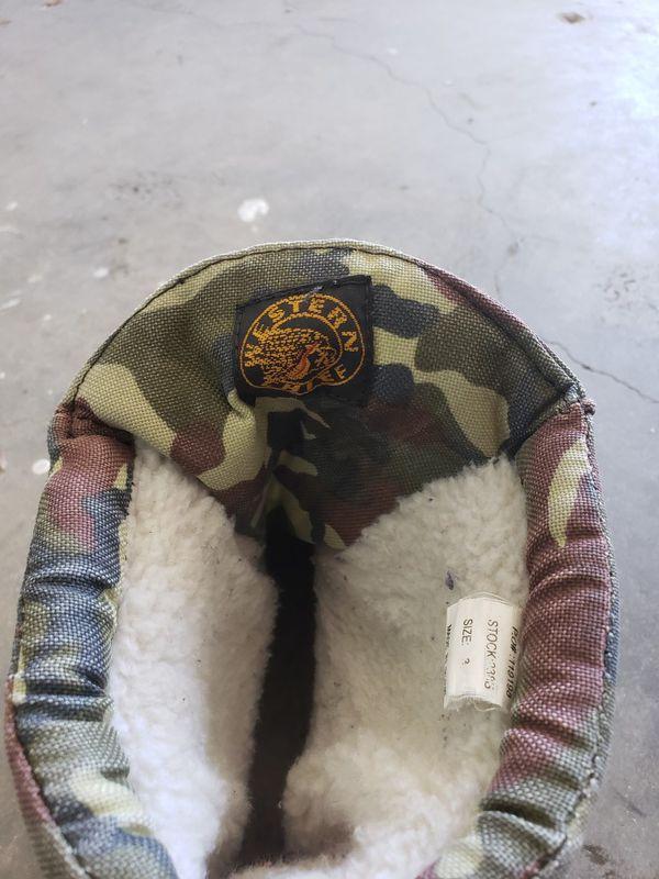 Kids snow boots size 3