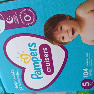 Pampers Cruisers Size 5 for Sale in Lakewood, CA