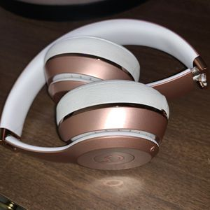 Beats Solo 3 Rose Gold for Sale in Fresno, CA