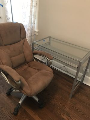 Computer chair with desk for Sale in Highland Park, IL