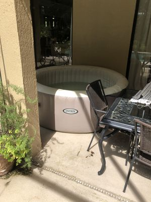 Inflatable hot tub for Sale in Kissimmee, FL