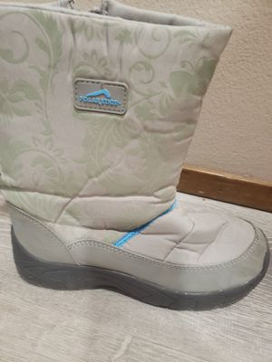 Womens snow winter boots size 8 for Sale in Lacey, WA