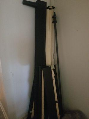 King size bed and platform frame for Sale in Fort Polk North, LA