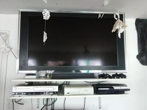 Sony 46 inch TV with remote control and 3 HDMI ports $175 for Sale in Washington, DC