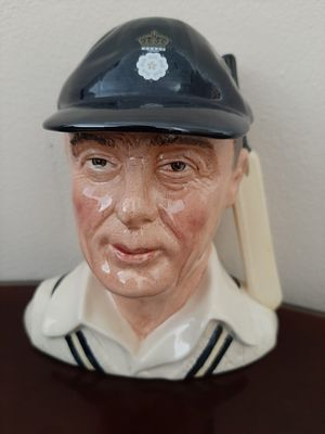 """Great with Box Royal Doulton Toby Mug """"The Hampshire Cricketer"""" D6739 for Sale in Redondo Beach, CA"""