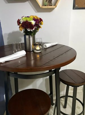 Hi top bar table and stools for Sale in Salt Lake City, UT