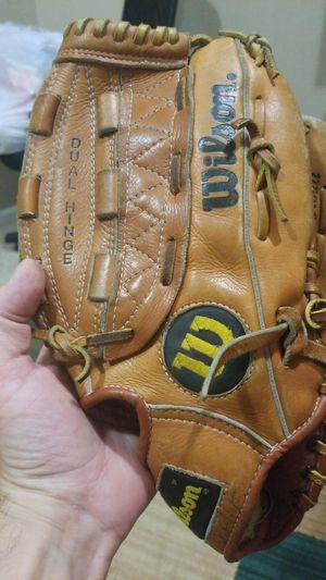 Baseball glove for Sale in Utica, MI