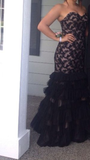 Size 6 prom dress for Sale in Puyallup, WA