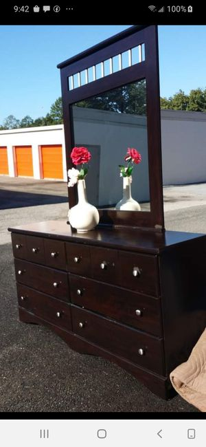 WOODEN DARK BROWN DRESSER WITH BIG MIRROR AND BIG DRAWER DRAWER WORKING WELL GOOD CONDITION for Sale in Fairfax, VA
