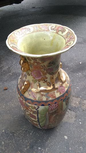 Chinese vase for Sale in Garden Grove, CA